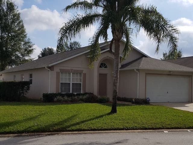 Beautiful 5 bedroom villa close to Disney