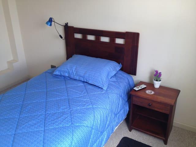 Habitación privada con baño 15 minutos del centro - Chillán - Dům