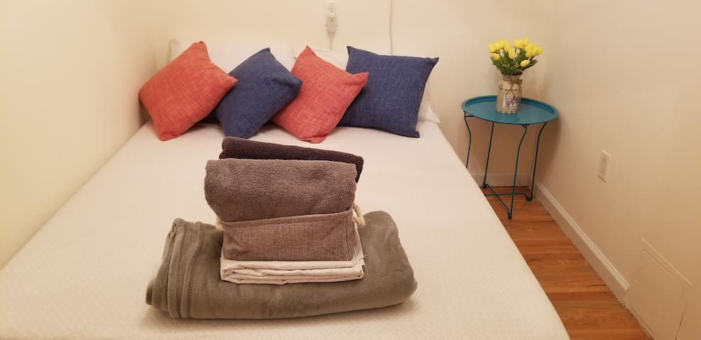 Enjoy a beautiful cozy bedroom during your stay with immense quiet (a rarity given how central in the city you will be!)