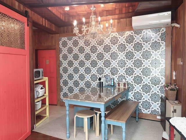 [송하우스]/여수 에어비앤비/레트로풍의 1-2층 단독주택 전체사용/이순신광장 도보가능