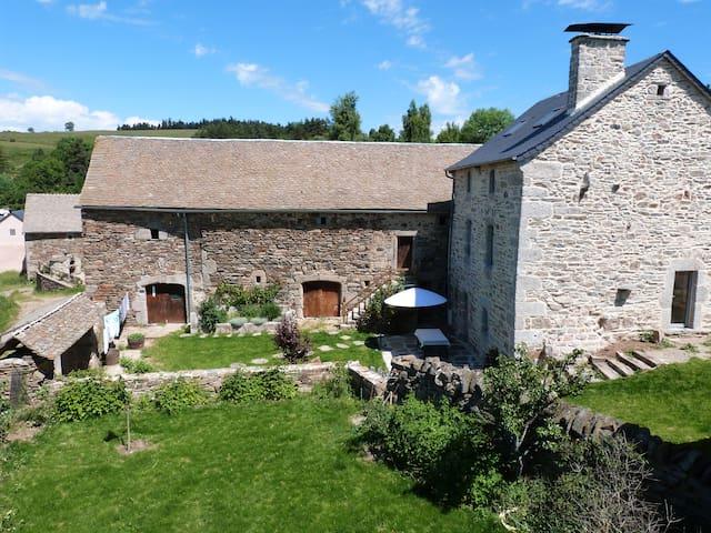 Gîte 6 personnes entre Aubrac et Margeride - Antrenas - Huis