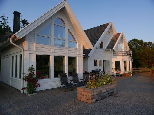 Fantastiskt hus vid havet
