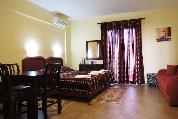 Comfortably furnished triple room with balcony
