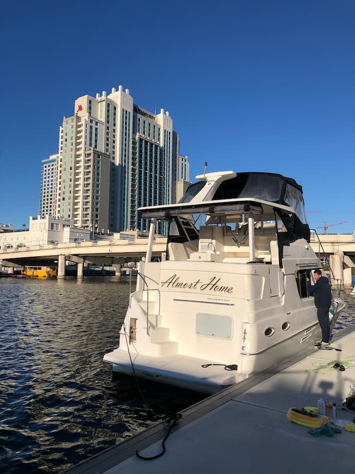 2 Bedroom Yacht by Convention Center