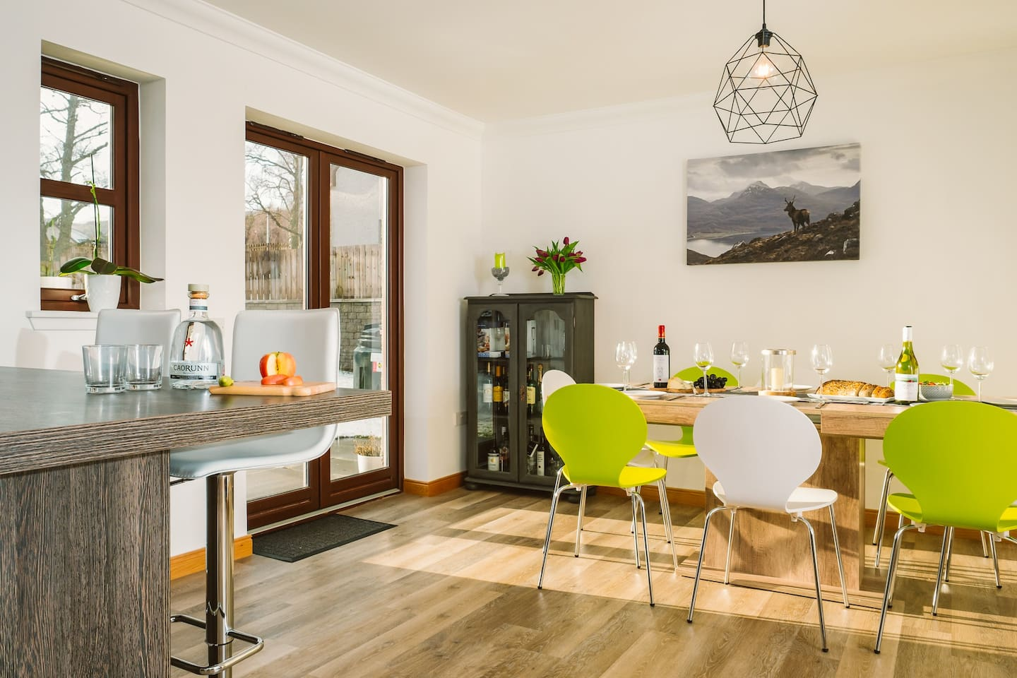 Fabulous sociable kitchen-diner with breakfast bar.
