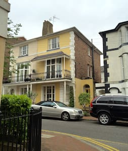 Bright, spacious double room in Grade II townhouse - 皇家坦布里奇韋爾斯(Royal Tunbridge Wells)