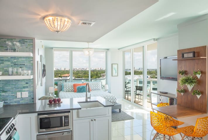 Private Studio Suite: 10th Floor Coconut Grove Hotel