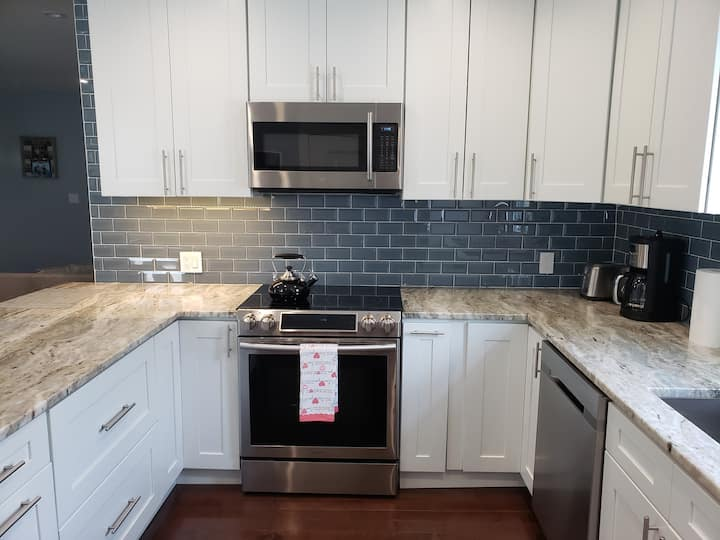Beautiful renovated 3 bedroom apt near Boston.