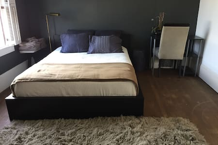 Private bedroom near Lake Merritt - Ház