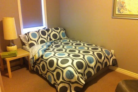 Newer Southend Double Bed w/Unlimited Internet - Guelph
