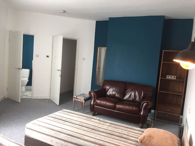 Modern flat FF in Chesterfield town centre
