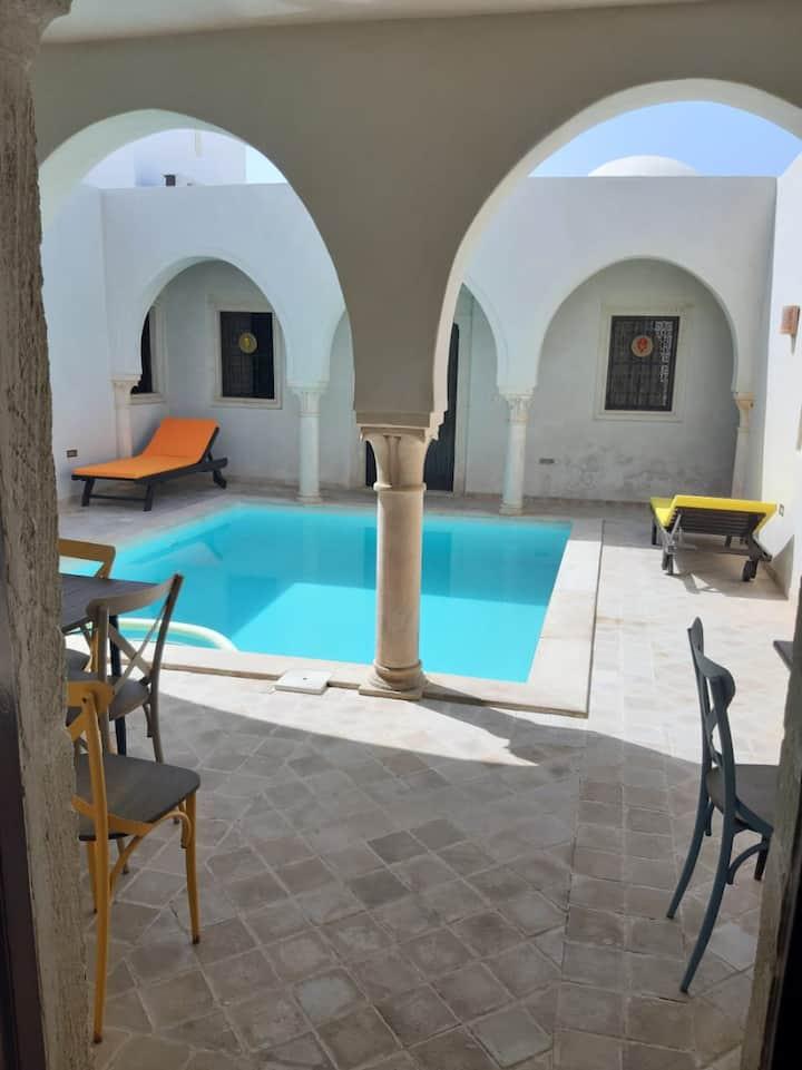 Maison Authentique (Houch) avec piscine privée