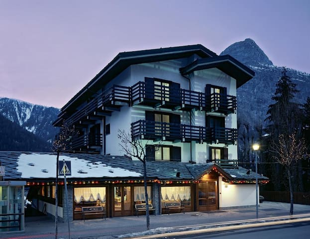 Courmayeur, 4 letti in hotel 4* centralissimo