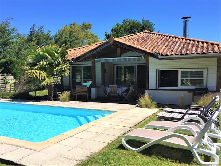 Villa piscine privée chauffée,vélos fournis, plage