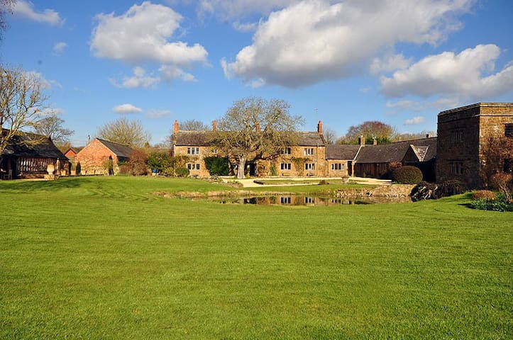 17th Century Manor House with indoor pool & tennis - Warwickshire - Casa