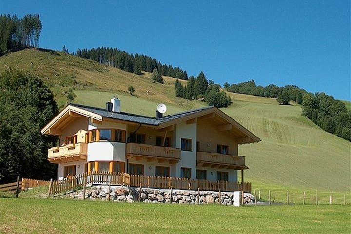 Charming Apartment in Saalbach-Hinterglemm near Ski Lift