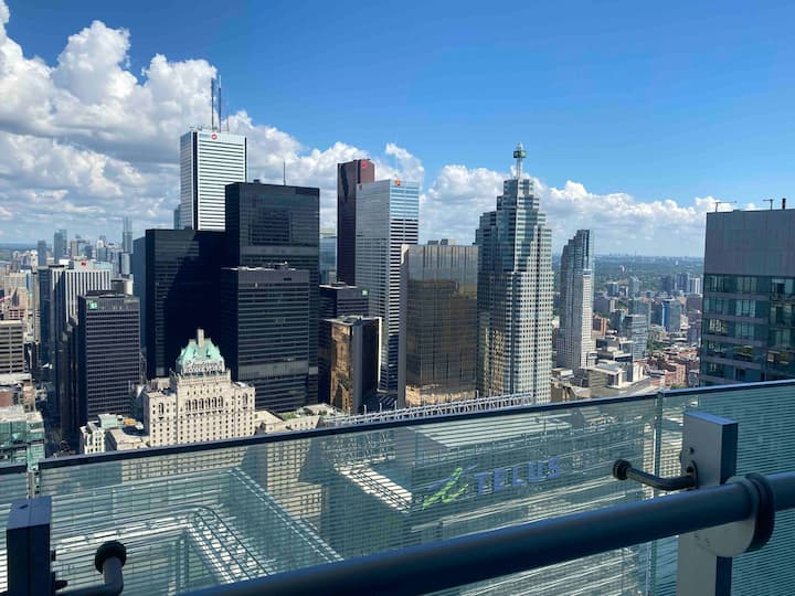 *Luxury Suite in Downtown* Sweeping CN Tower View