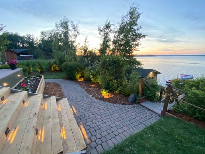 Beautiful Waterfront Cabin on Sylvan Lake