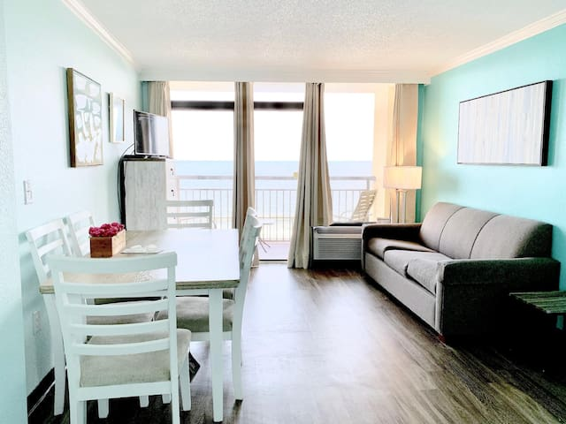 PENTHOUSE Level Lovely Renovated*DIRECT OceanFRONT*Pools*Hot Tubs