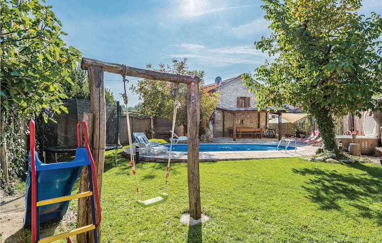 Semi-Detached with 3 bedrooms on 110 m² in Pazin