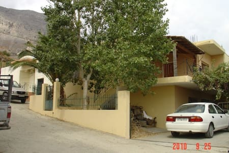 Μονοκατοικία 140 μ2 με ωραίο κηπο - Gergeri - Rumah