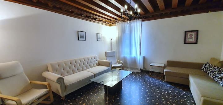 Cozy & Spacious Apt 3 Min Walk to Rialto Bridge