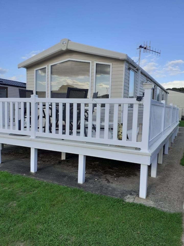 Static caravan available for 6 people