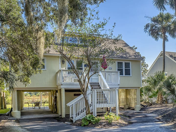 Beautiful Remodeled Cottage! Screened Porch w/ Water Views! Perfect Location!
