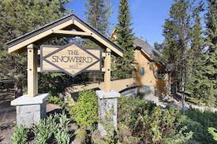 Spacious 3-bedroom at Whiski Jack Snowbird - Whistler - Apto. en complejo residencial