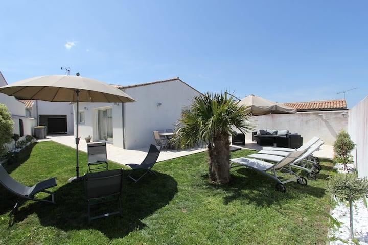 Pleasant Holiday Home in La Flotte