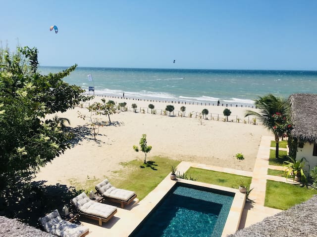 """La Familia"" na praia do Preá com piscina"