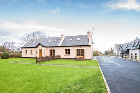 Single Bedroom in Reek Cottage - Westport - Cabin