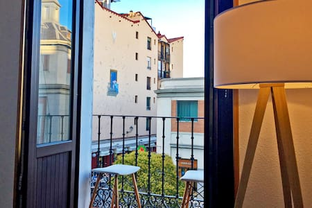 LOVELY  IMMACULATE  2 BR FLAT IN OLD MADRID