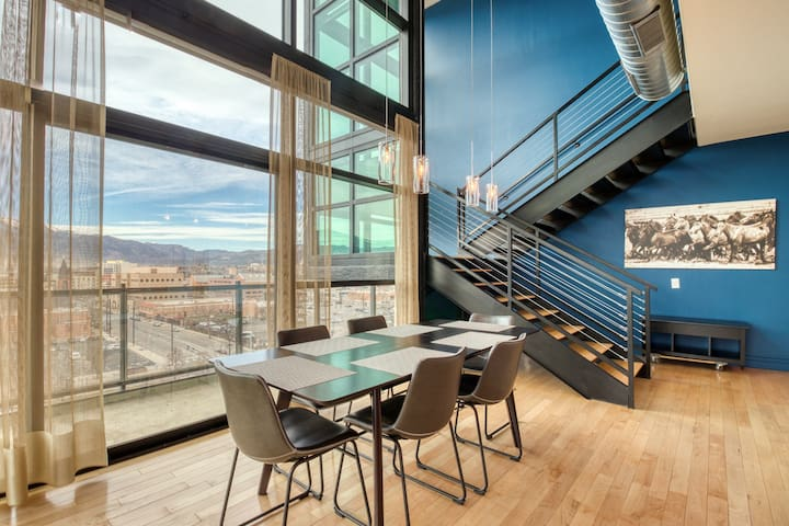 NEW LISTING! Upscale condo w/amazing mountain views, deck, fireplace & gym