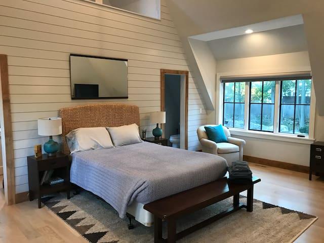 Guest Suite - Queen Bed
