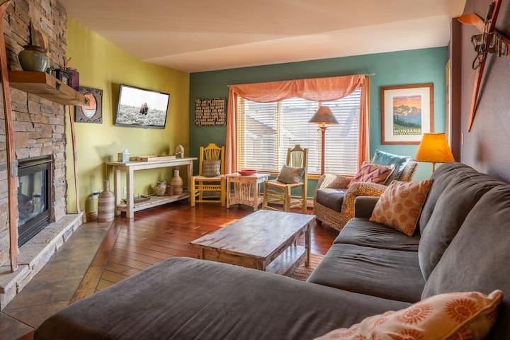 Cozy, Large, Colorful Condo @ Big Sky Resort!