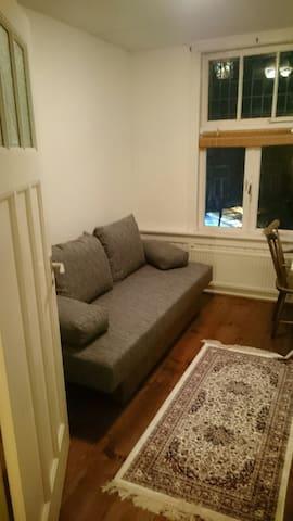 Small room in nice location - Róterdam - Casa