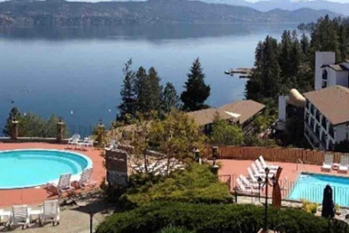 Peaceful get away on Lake Okanagan!