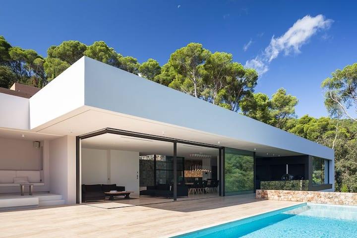 Villa Aiguablava, modern designer villa