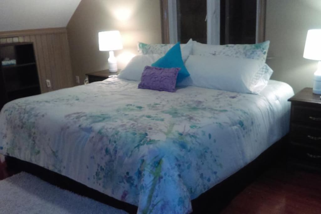 Spacious KIng bed with view of vineyard and orchards