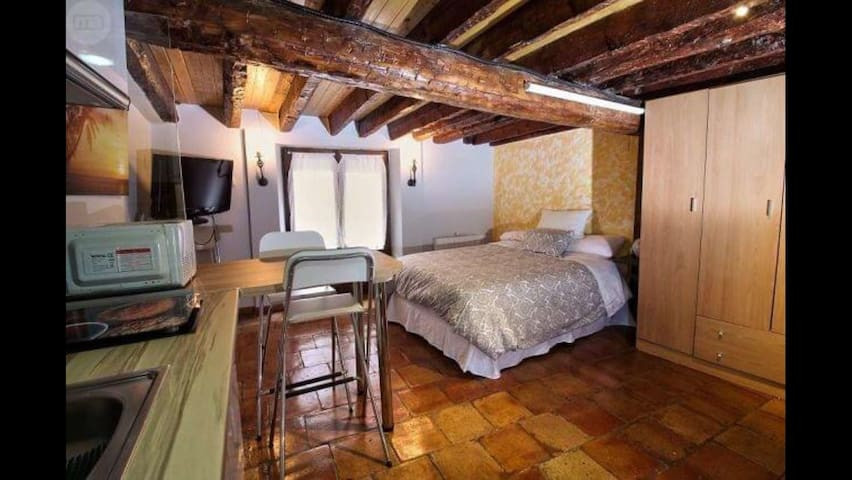 Acogedor estudio,casco antiguo - Cuenca - Appartement