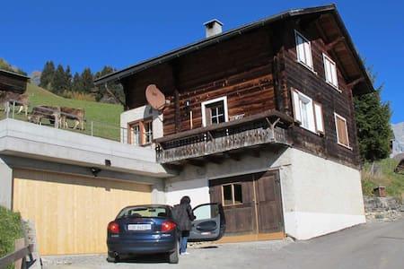 Chalet in den Bergen mit 6 Betten - Schiers - 단독주택