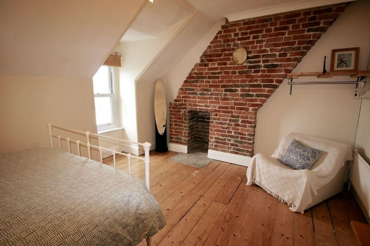 4a Clydesdale Avenue · Charming Maisonette in Central Chichester