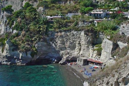 Sant'Angelo d'Ischia Camera tripla Mare e Terme - Serrara Fontana - Bed & Breakfast
