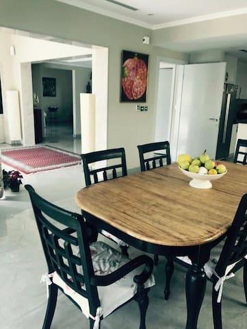 Beautiful bright Bedrooms in a Villa in Dubai JP - Dubai - Casa