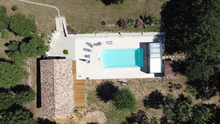 Mini maison piscine à côté Cahors naturiste ou non