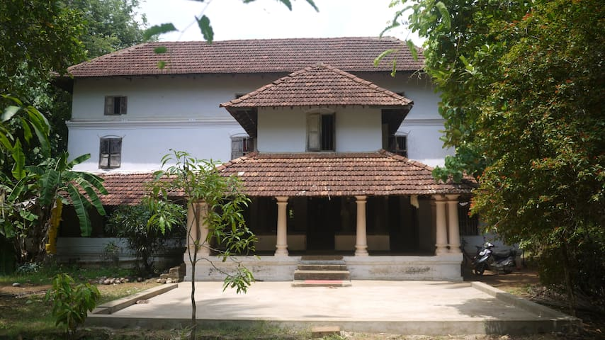 140 year old traditional Kerala home/yoga retreat
