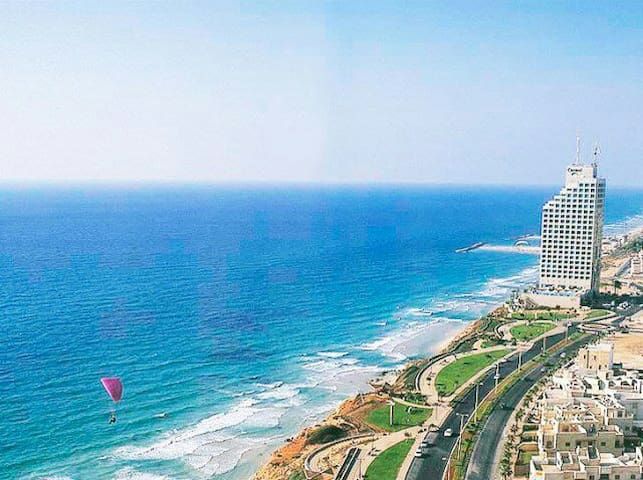 Beautiful Apartment with Sea View - Netanya - Apartemen