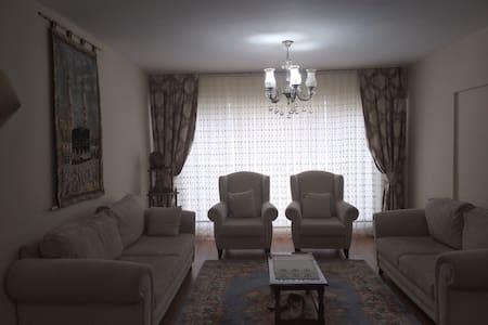 Esenler'de Fransız Balkonlu Geniş oda