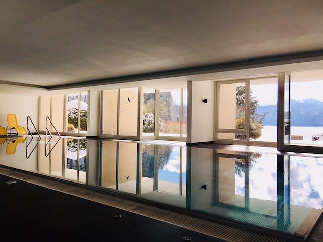Luxus-Ferienwohnung direkt am See mit Pool & Sauna